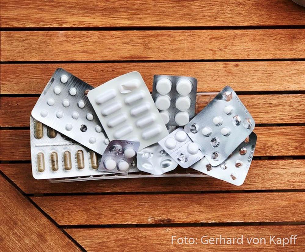Die wichtigsten Notfall-Tabletten sollten stets im Wohnmobil sein.