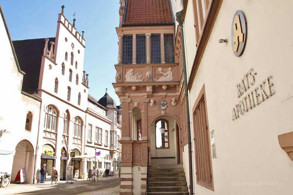Lemgos Innenstadt ist gesäumt von alten Häusern und hübschen Geschäften.