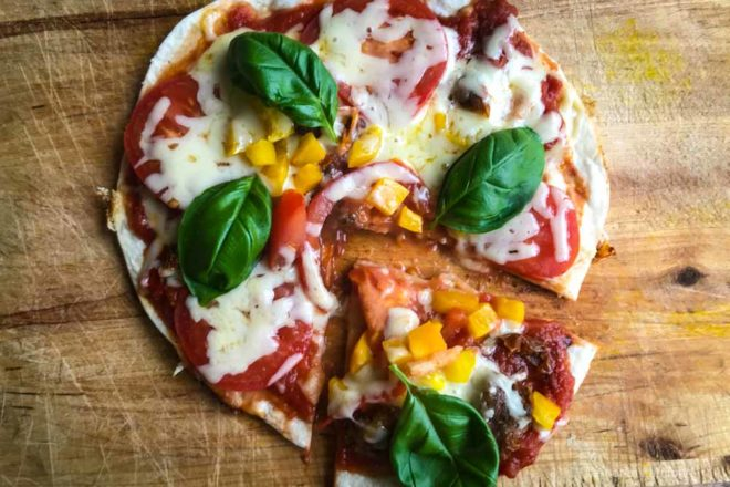 Kochem im Wohnmobil geht auch ohne Backofen, etwa mit Pizza aus der Pfanne