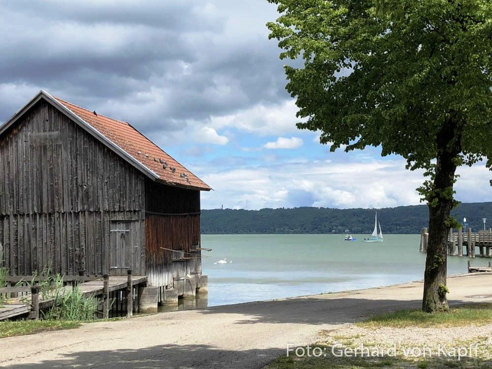 Fischerhütten an der Uferpromenade von Diessen am Ammersee