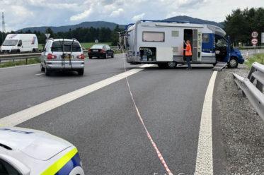 Schock auf der slowenischen Autobahn: Ein Reifenplatzer
