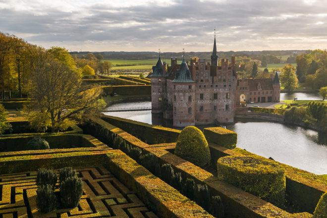 Auf dem dänischen Schloss Egeskov öffnet ein Campingmuseum.