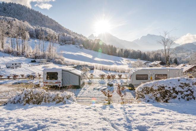 Wintercamping auf dem Campingplatz Allweglehen in Berchtesgaden. Foto: Camping Allweglehen